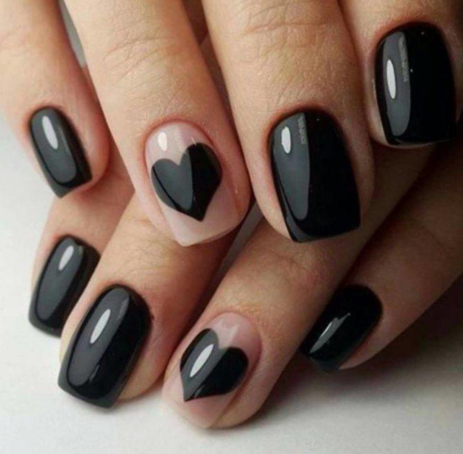 Дизайн ногтей с чёрным лаком.
