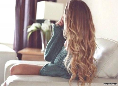 Длинные волосы.