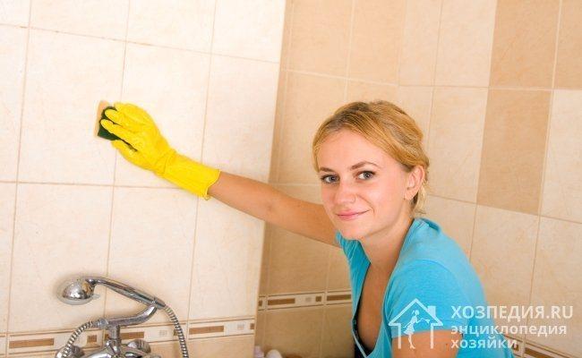 Для поддержания чистоты в ванной комнате важно хорошо ухаживать за плиткой, предотвращать появление серьезных загрязнений и плесени