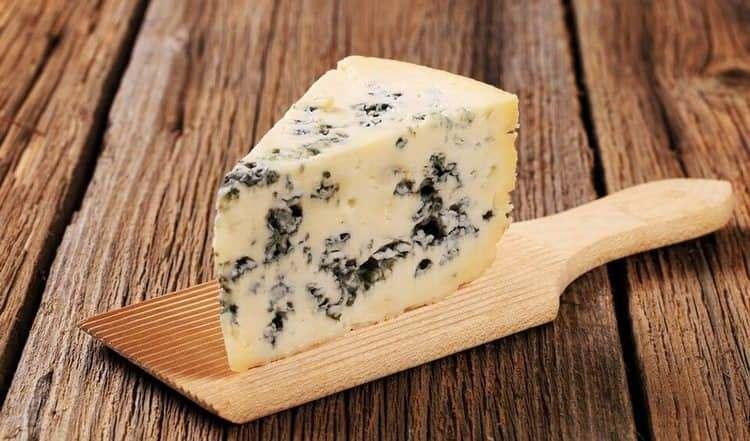 Для сладкого шампанского подойдет сыр горгонзола.