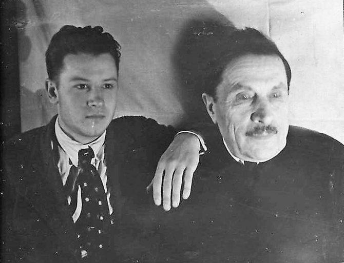 Дмитрий Ильич с приемным сыном Владиком. 1937 год. / из личного архива автора