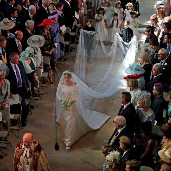 «До Кейт ей далеко»: свадебный наряд Меган Маркл за $135 тысяч назвали скучным
