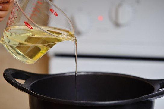 Добавляем масло.