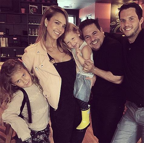 Джессика Альба с семьей. Фото: Instagram.com/jessicaalba.