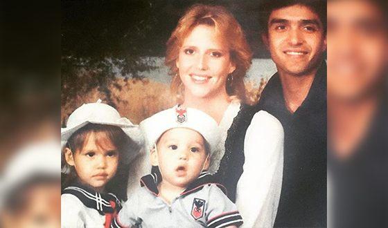 Джессика Альба в детстве с родителями и братом