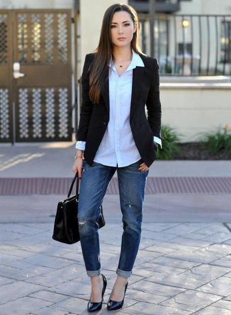 джинсы с белой блузкой
