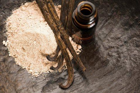 Эфирное масло ванили активно используют в косметологии и парфюмерии.