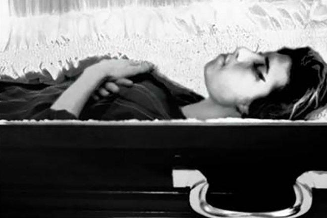 Эми Уайнхаус умерла от передозировки наркотиков
