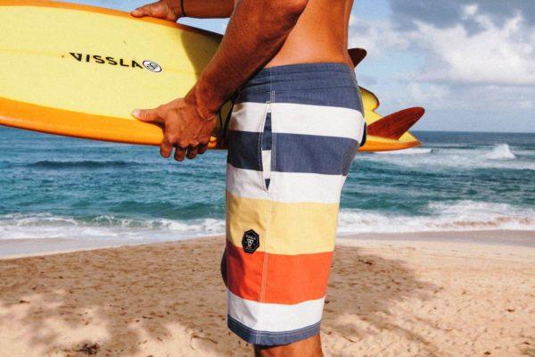 Еще одна модель мужских шорт плавок - бордшорты,прочные, быстросохнущие, удобные