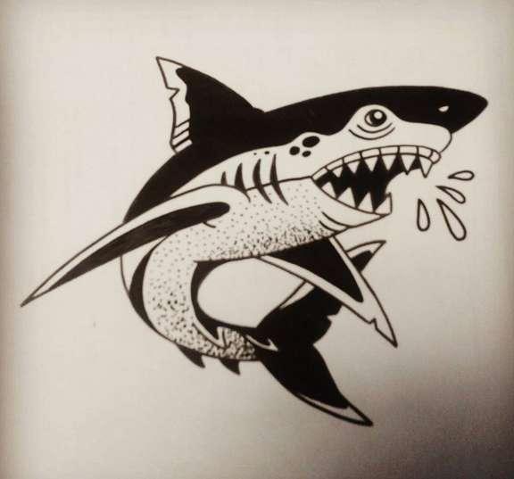 Эскиз татуировки акула на бумаге