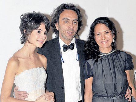 Файзиев с женой и дочерью