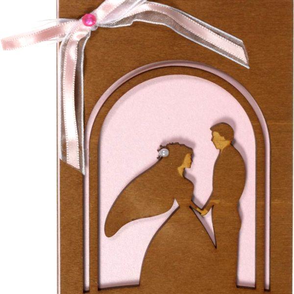 Фото деревянной открытки на 5-ю годовщину свадьбы