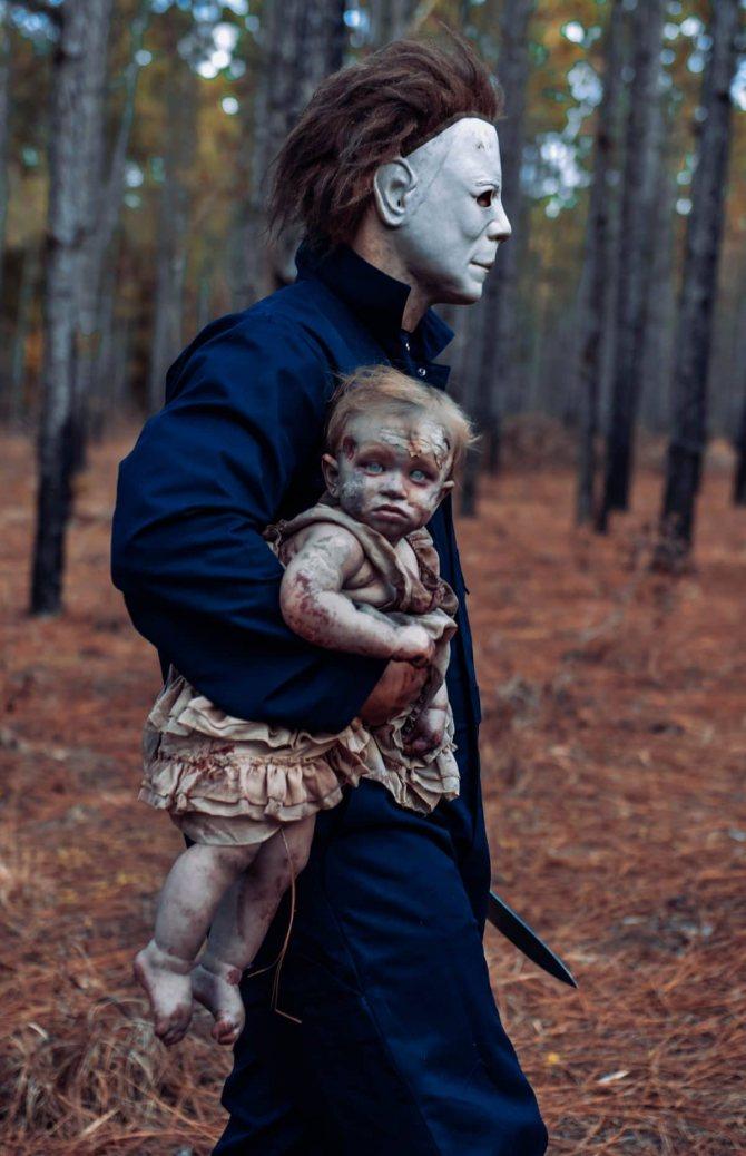 фотография зомби-малышки с Майклом Майерсом