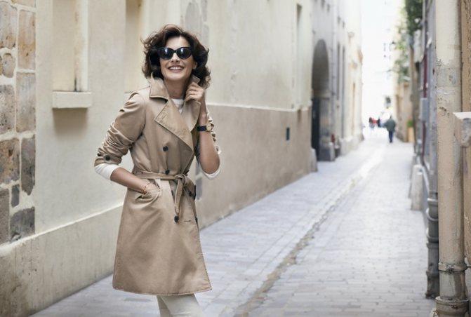 Французский парижский шик - девушка в модной и красивой одежде