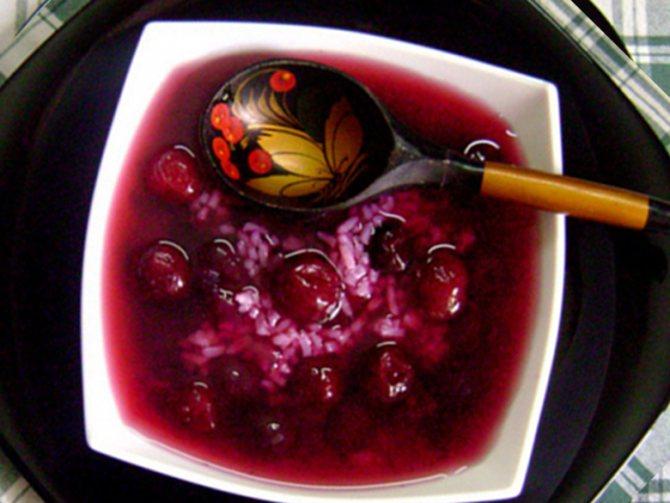 Фруктовый суп с клецками из риса