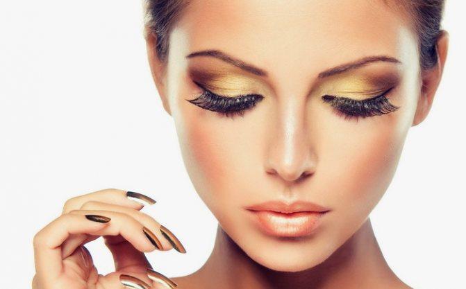Гармоничный макияж с нарощенными ресницами