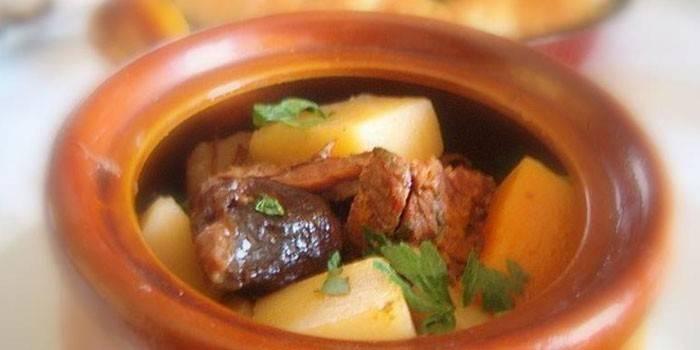 Горшочек с картофелем, говядиной и черносливом