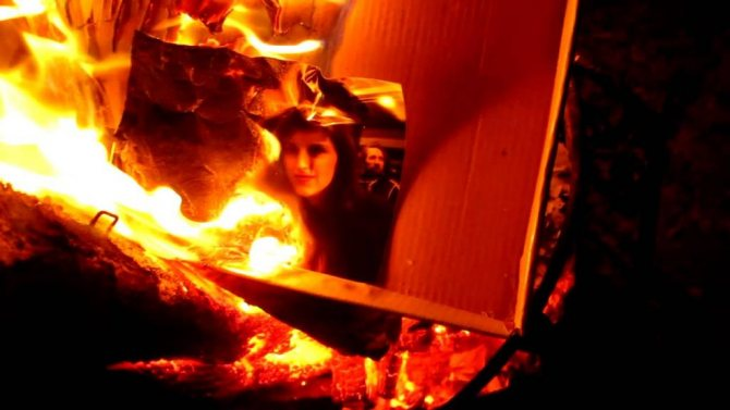 горящая фотография женщины