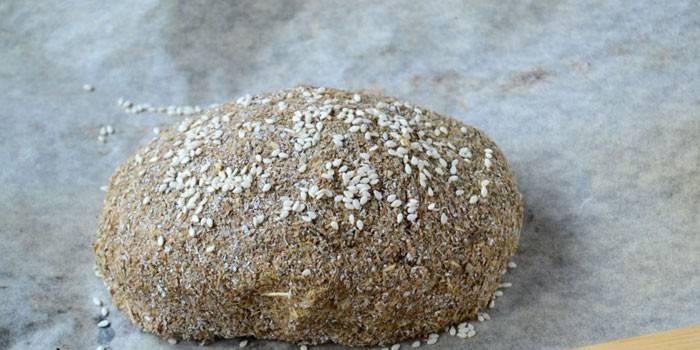 Готовый домашний хлеб с кунжутом по Дюкану