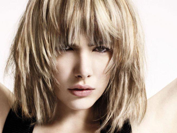 градуированная стрижка на средних волосах