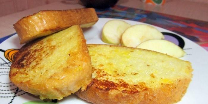 Гренки в яйце с молоком жареные на сковороде