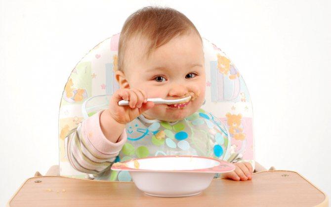 грудничок ест прикорм