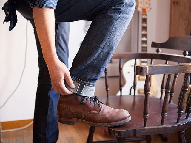 грязь и потертости на обуви