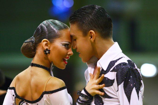 Гулька или пучок для бальных танцев