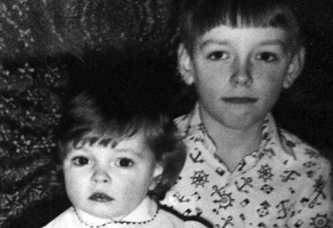 Ирена Понарошку с братом в детстве