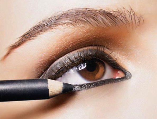 Использование карандаша для глаз
