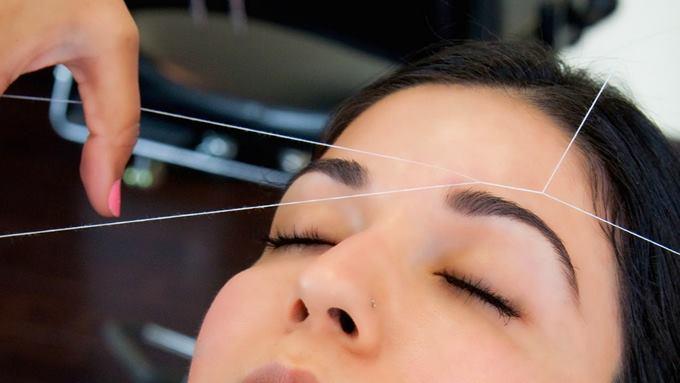 Использование нити для удаления волосков
