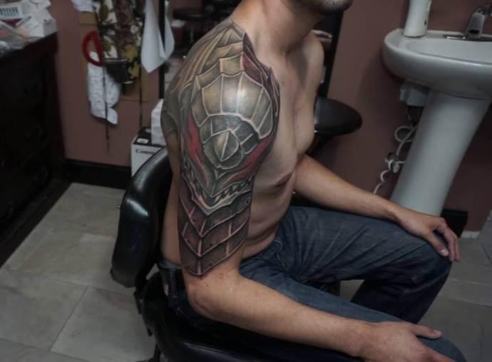 изображение доспехов на плече