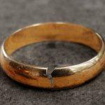 К чему приснилось треснутое кольцо