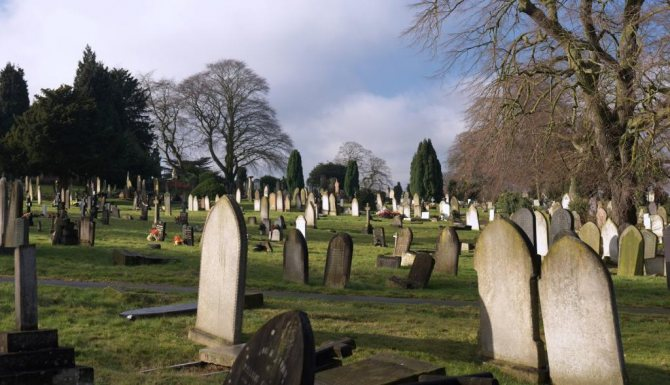 К чему снится старое кладбище?