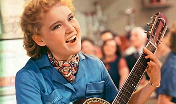 Кадр из фильма «Девушка с гитарой»