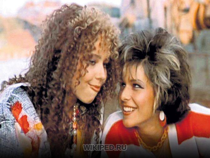 Кадр из фильма Маленькая Вера (Александра Табакова слева)