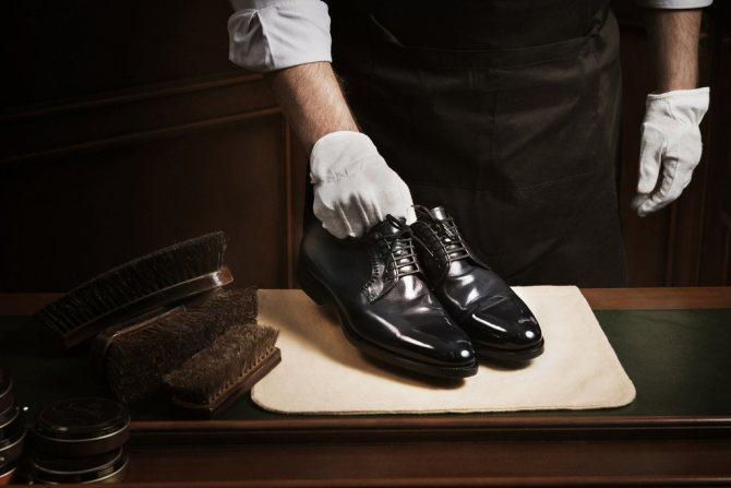 Как чистить лакированную обувь