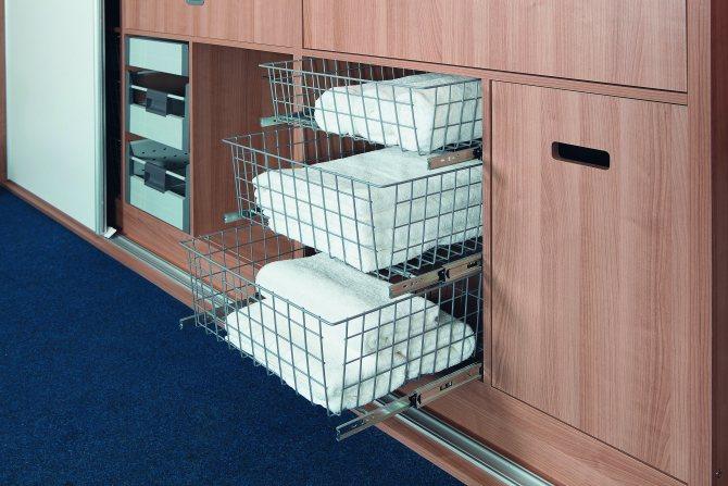 Как организовать хранение вещей в шкафу на глубоких полках
