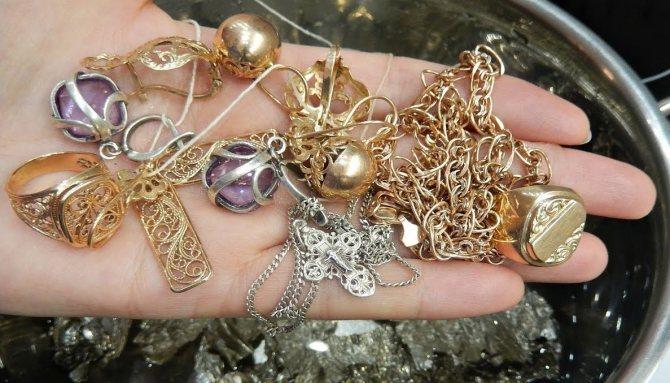 Как почистить ювелирные изделия из золота и серебра