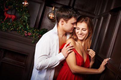 Как понять, что мужчина хочет тебя, по взгляду, жестам, поведению – психология отношений
