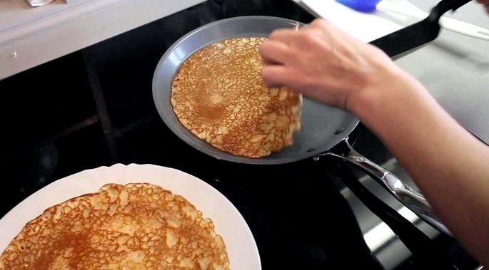 Как правильно печь блины на сковороде Может вы подумаете
