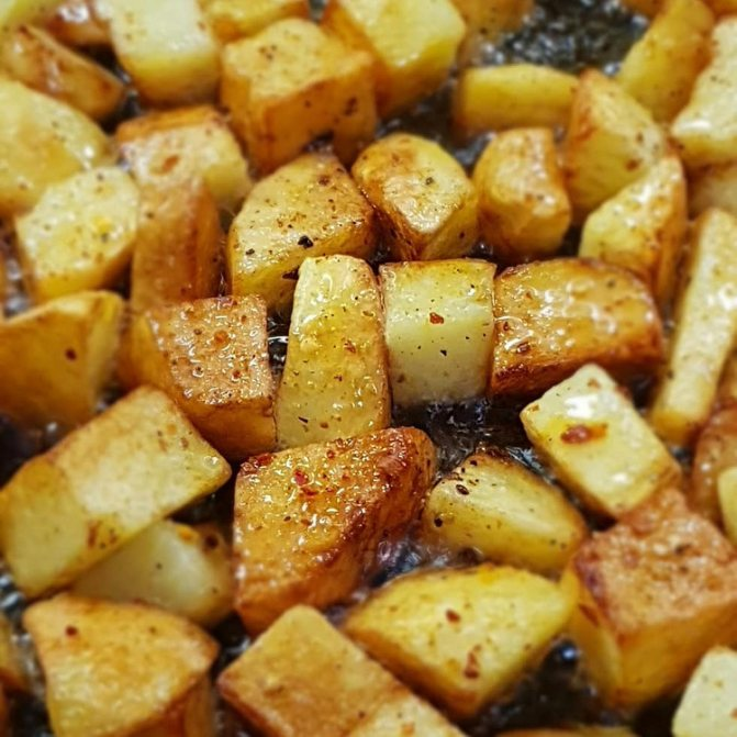 Как правильно пожарить картошку: 4 божественных рецепта с румяной корочкой