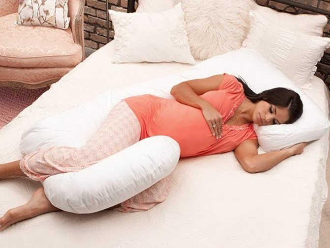 Как правильно спать при беременности позы
