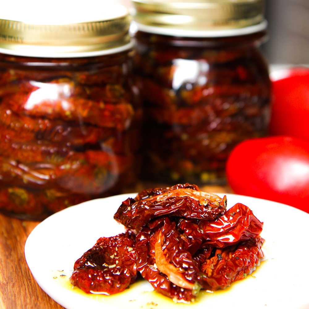 как приготовить салат из вяленых помидор с моцареллой