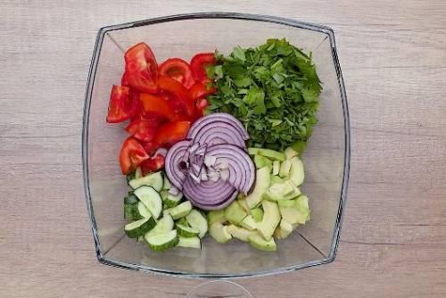 Как приготовить вкусный овощной салат с авокадо