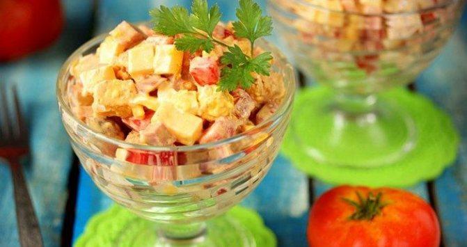 Как просто и быстро приготовить салат с кириешками