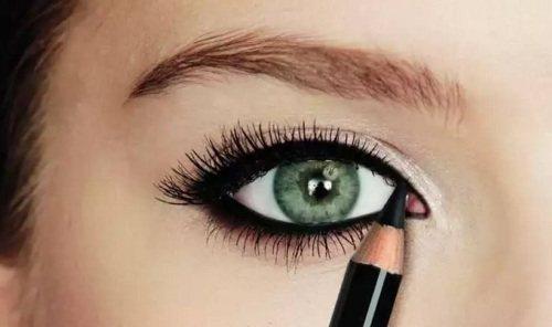 Как рисовать стрелки на глазах карандашом. Поэтапно с фото для начинающих