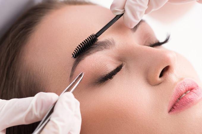 Как сделать красивые брови в салоне красоты
