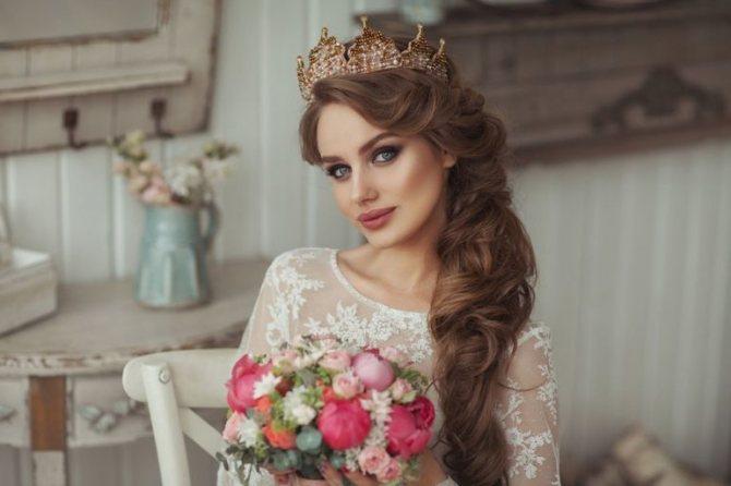 Как сделать свадебную прическу с короной