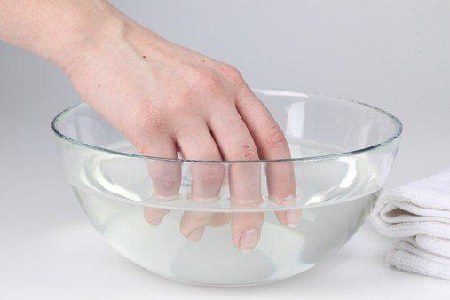 Как снять шеллак в домашних условиях с жидкостью, фольгой и без. Пошаговая инструкция